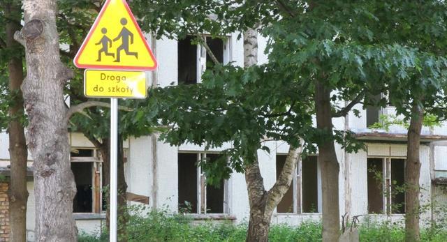 Świętoszów to do niedawna jedno z opuszczonych miejsc w Polsce. Zasiedlone kiedyś przez radzieckich żołnierz, dzisiaj jest miejsce szkolenia polskiej armii